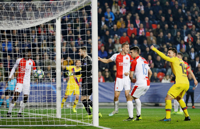 Người nhện Ter Stegen tỏa sáng, Barcelona thắng nhọc nhằn ở Prague - Ảnh 4.
