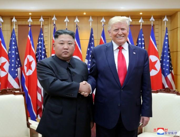 Đến lượt ông Kim Jong-un khoe quan hệ đặc biệt với ông Trump  - Ảnh 1.