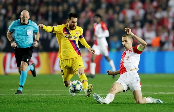 Người nhện Ter Stegen tỏa sáng, Barcelona thắng nhọc nhằn ở Prague - Ảnh 6.
