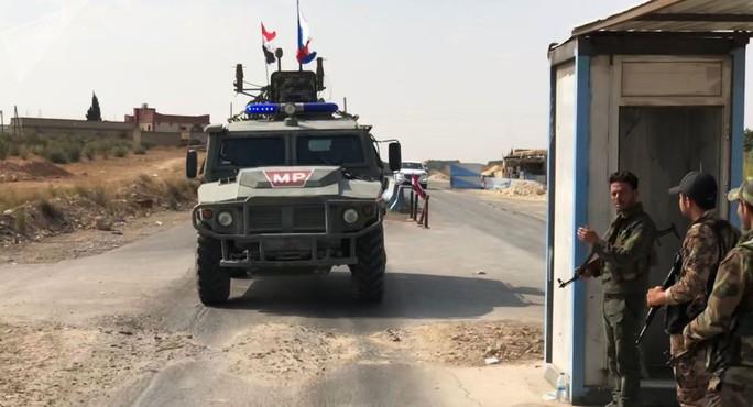 """Nga thêm quân, Mỹ """"sắp triển khai xe tăng ở Syria"""" - Ảnh 1."""