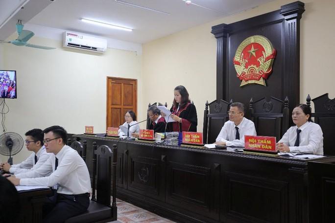 Gian lận thi cử ở Hà Giang: Tòa kiến nghị Bộ Công an điều tra có hay không việc đưa và nhận hối lộ - Ảnh 12.