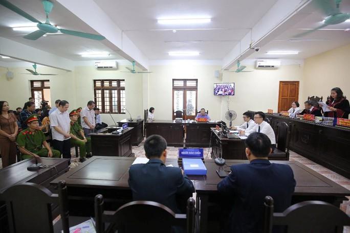 Gian lận thi cử ở Hà Giang: Tòa kiến nghị Bộ Công an điều tra có hay không việc đưa và nhận hối lộ - Ảnh 13.