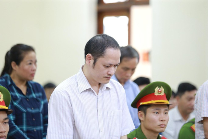 Gian lận thi cử ở Hà Giang: Tòa kiến nghị Bộ Công an điều tra có hay không việc đưa và nhận hối lộ - Ảnh 9.