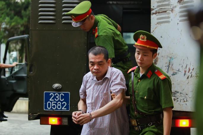 Gian lận thi cử ở Hà Giang: Tòa kiến nghị Bộ Công an điều tra có hay không việc đưa và nhận hối lộ - Ảnh 2.
