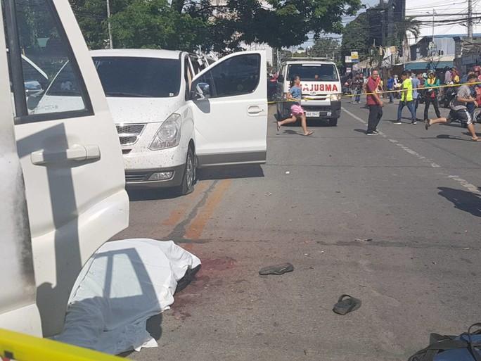Thị trưởng tai tiếng bị bắn chết ngay ngoài đường phố - Ảnh 4.