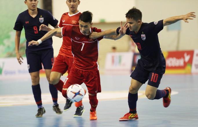 Futsal Việt Nam tiếp tục bị Thái Lan lấn lướt - Ảnh 1.