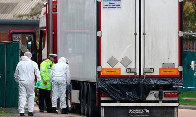 Vụ 39 thi thể trong container: Đại sứ quán Việt Nam phối hợp trực tiếp với cảnh sát Anh - Ảnh 1.