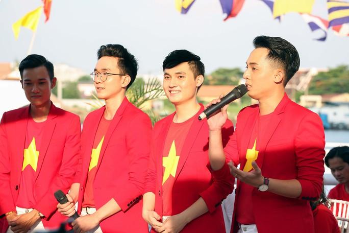 Gala trao giải Hát vì đội tuyển: Sôi động tiếng hát, giao lưu thú vị - Ảnh 8.