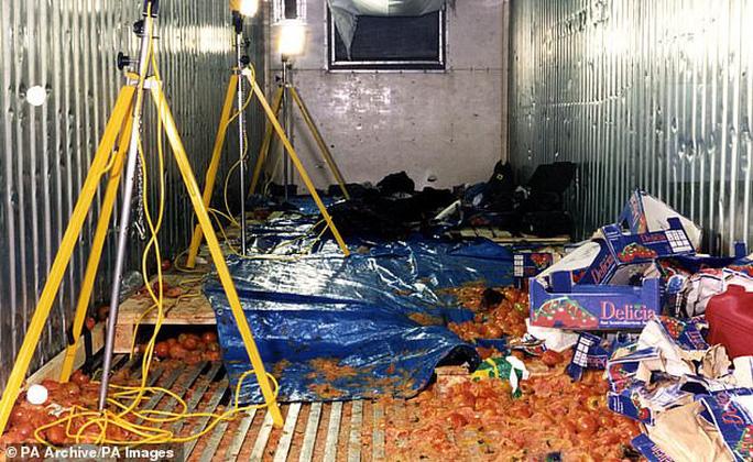 """Từ vụ 39 thi thể trong container: Vén màn thủ đoạn của """"Đầu rắn"""" Trung Quốc - Ảnh 1."""