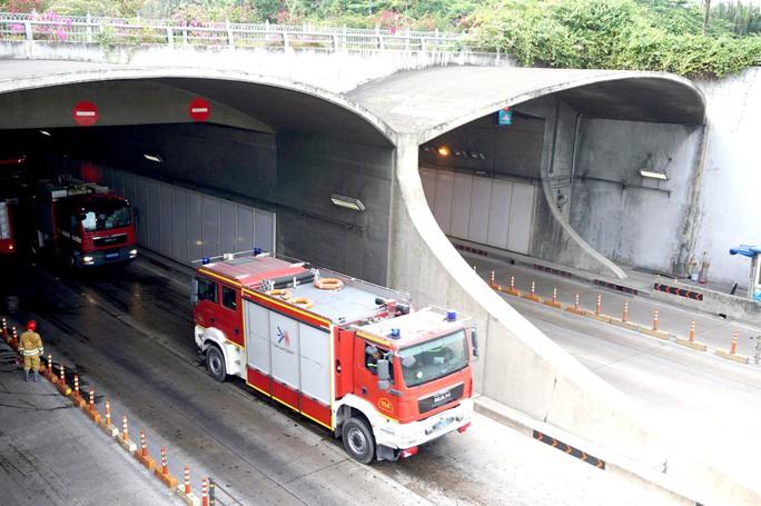 CLIP: Cận cảnh diễn tập chữa cháy quy mô lớn ở hầm sông Sài Gòn - Ảnh 2.