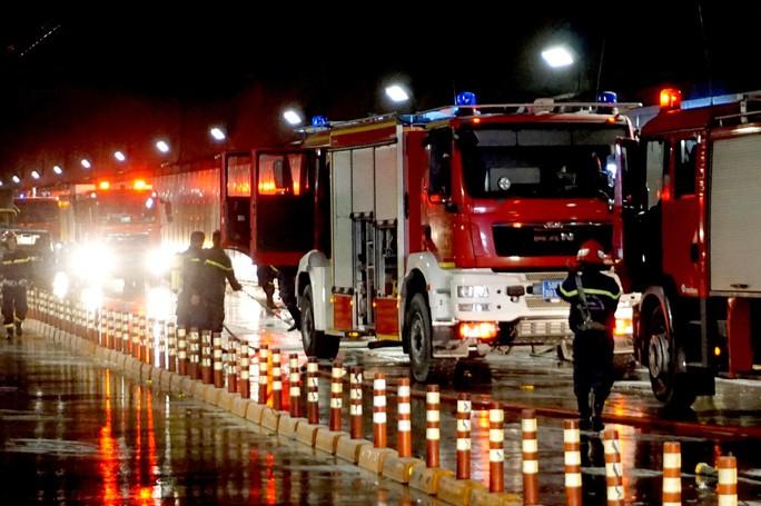CLIP: Cận cảnh diễn tập chữa cháy quy mô lớn ở hầm sông Sài Gòn - Ảnh 3.