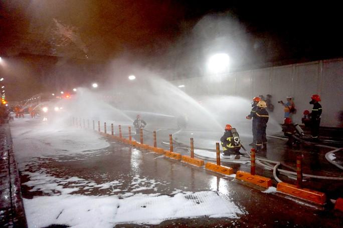 CLIP: Cận cảnh diễn tập chữa cháy quy mô lớn ở hầm sông Sài Gòn - Ảnh 5.