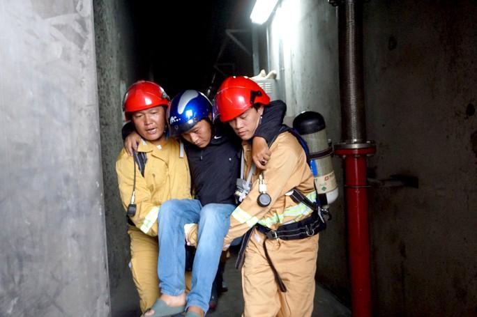 CLIP: Cận cảnh diễn tập chữa cháy quy mô lớn ở hầm sông Sài Gòn - Ảnh 7.