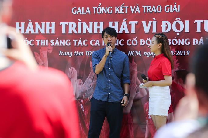 Cầu thủ Tuấn Anh xé niêm phong, công bố nhạc sĩ Võ Thiện Thanh ôm giải 300 triệu đồng - Ảnh 10.