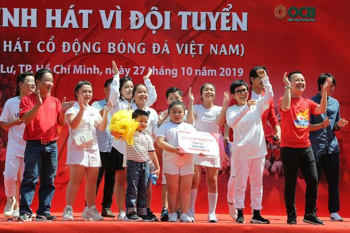 Cầu thủ Tuấn Anh xé niêm phong, công bố nhạc sĩ Võ Thiện Thanh ôm giải 300 triệu đồng - Ảnh 16.