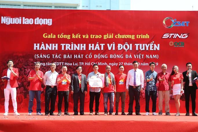 Cầu thủ Tuấn Anh xé niêm phong, công bố nhạc sĩ Võ Thiện Thanh ôm giải 300 triệu đồng - Ảnh 15.