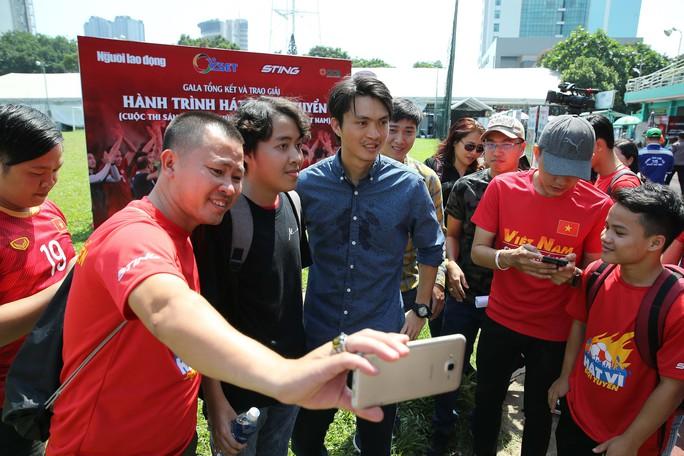 Cầu thủ Tuấn Anh xé niêm phong, công bố nhạc sĩ Võ Thiện Thanh ôm giải 300 triệu đồng - Ảnh 9.