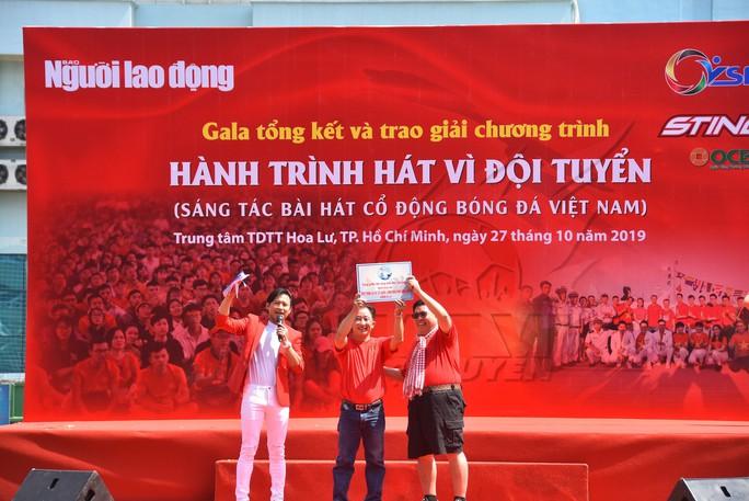 Cầu thủ Tuấn Anh xé niêm phong, công bố nhạc sĩ Võ Thiện Thanh ôm giải 300 triệu đồng - Ảnh 18.