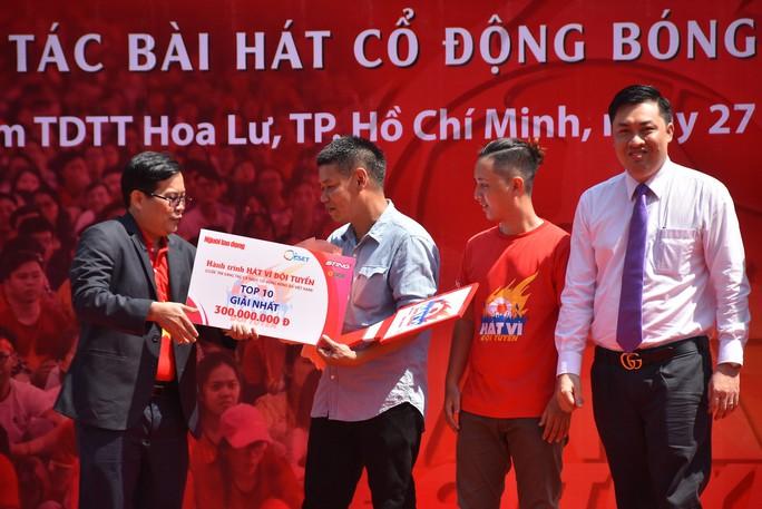 Cầu thủ Tuấn Anh xé niêm phong, công bố nhạc sĩ Võ Thiện Thanh ôm giải 300 triệu đồng - Ảnh 13.