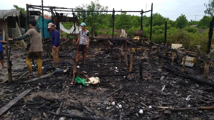 Sản phụ mới sinh và 7 cháu nhỏ thoát chết trong căn nhà cháy rụi - Ảnh 1.