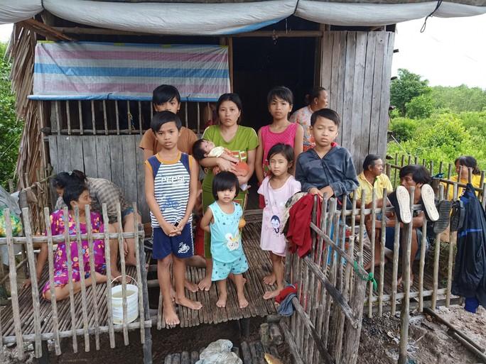 Sản phụ mới sinh và 7 cháu nhỏ thoát chết trong căn nhà cháy rụi - Ảnh 2.