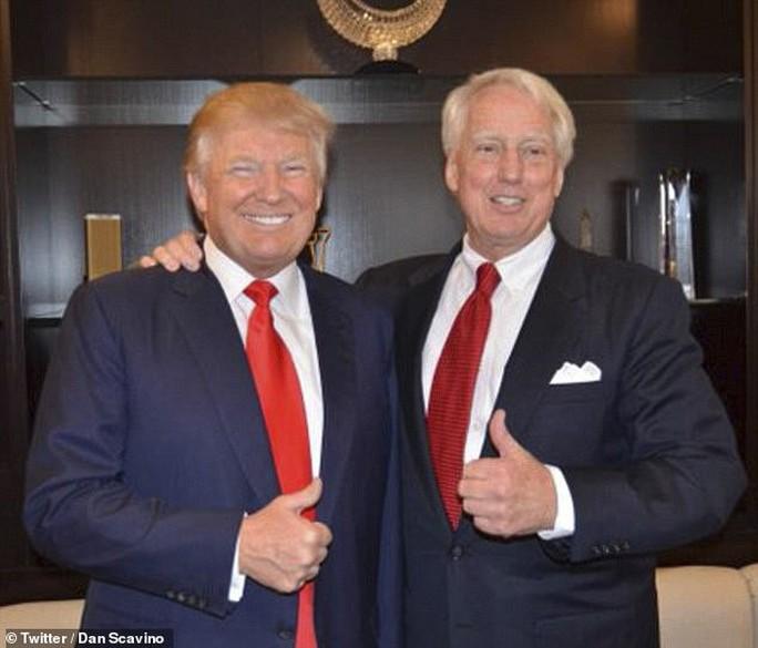 Em trai Tổng thống Donald Trump mượn bóng mặt trời? - Ảnh 1.