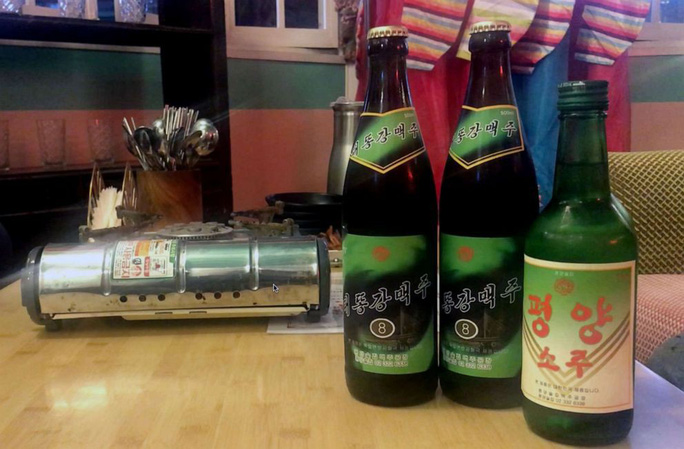 Quán rượu đầu tiên mang chủ đề Triều Tiên giữa lòng Seoul - Ảnh 1.