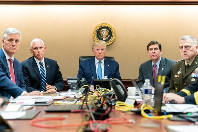 Ông Trump đánh golf khi thủ lĩnh tối cao IS bị dồn vào đường cùng? - Ảnh 1.