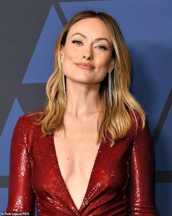 Olivia Wilde gợi cảm trên thảm đỏ - Ảnh 2.