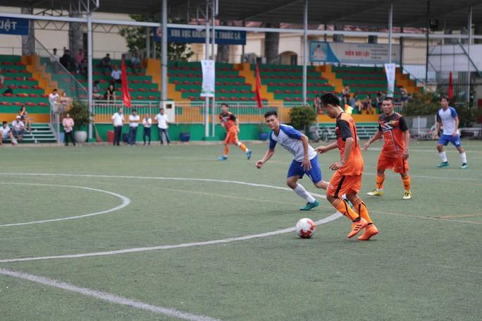 Khởi động giải bóng đá Hiệp hội Doanh nghiệp TP HCM - Ảnh 1.