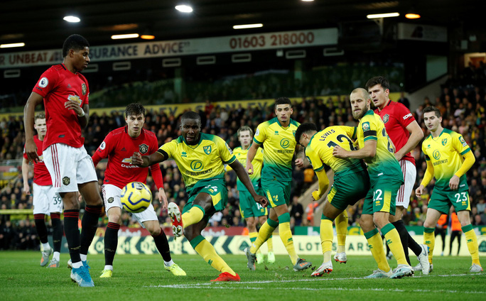 Hỏng 2 quả phạt đền, Man United vẫn thắng Norwich, tăng 7 hạng - Ảnh 1.