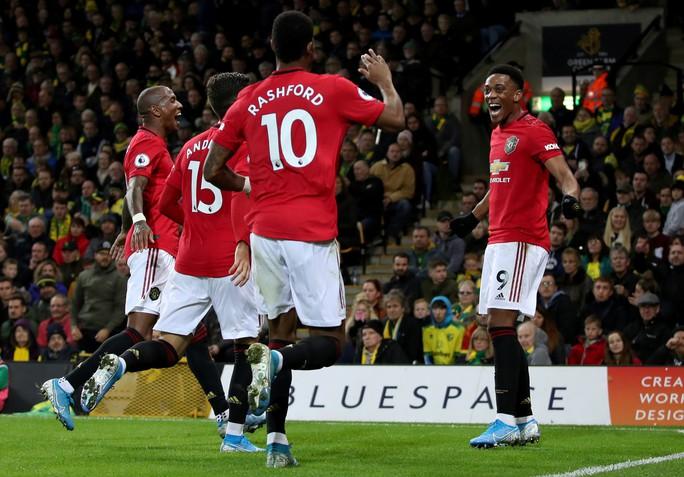 Hỏng 2 quả phạt đền, Man United vẫn thắng Norwich, tăng 7 hạng - Ảnh 7.