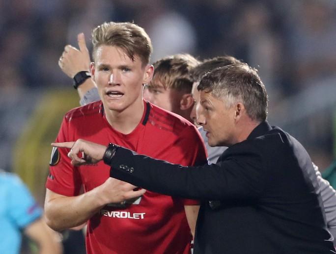 Hỏng 2 quả phạt đền, Man United vẫn thắng Norwich, tăng 7 hạng - Ảnh 4.