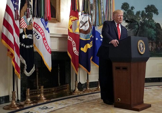 Đảng Dân chủ khó chịu vì bị ông Trump qua mặt vụ giết trùm IS - Ảnh 1.