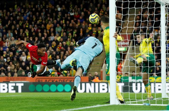 Hỏng 2 quả phạt đền, Man United vẫn thắng Norwich, tăng 7 hạng - Ảnh 2.