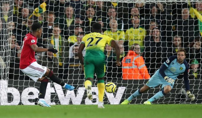 Hỏng 2 quả phạt đền, Man United vẫn thắng Norwich, tăng 7 hạng - Ảnh 6.