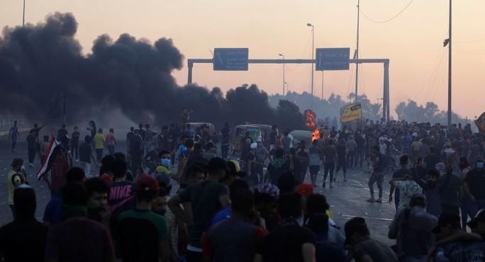 Iraq: An ninh nổ súng vào người biểu tình, 879 người thương vong - Ảnh 2.