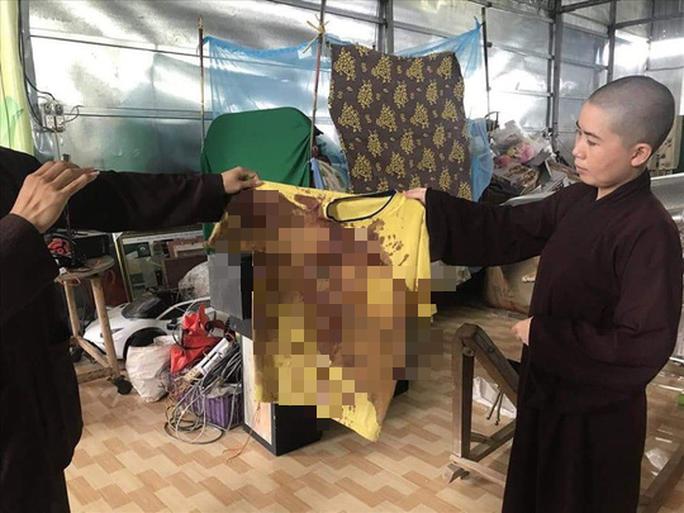 Xác định nhóm người ở TP HCM đến Tịnh thất Bồng Lai gây náo loạn - Ảnh 2.