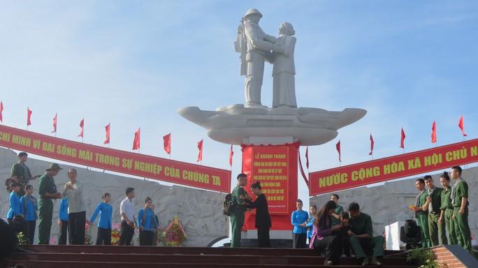 Khánh thành Tượng đài sự kiện tập kết 1954 tại Đồng Tháp - Ảnh 7.