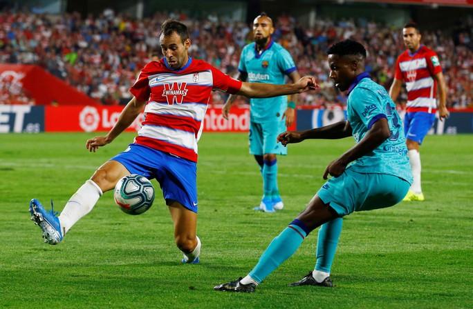 Granada thách thức Real Madrid, Barca - Ảnh 1.