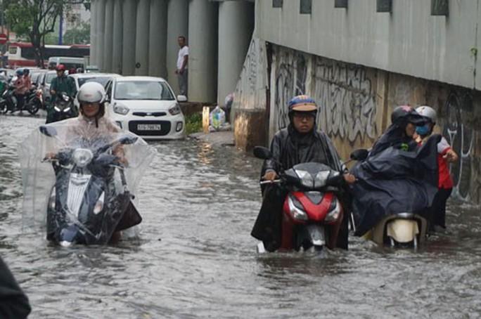 Giải cứu toàn diện rốn ngập Nguyễn Hữu Cảnh - Ảnh 1.