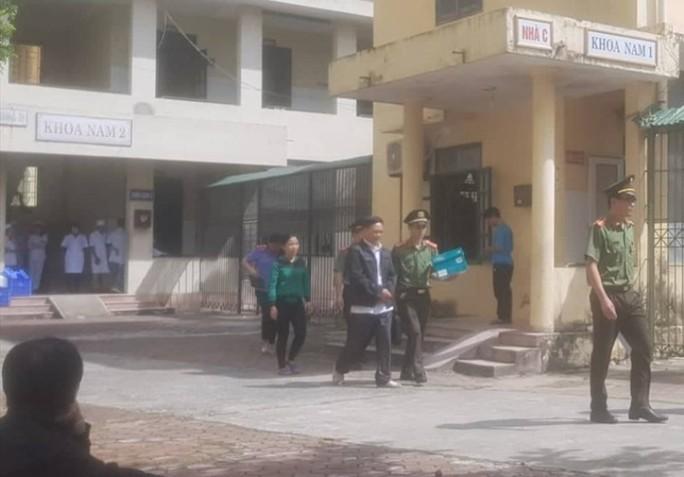 Vợ Giám đốc Bệnh viện Tâm thần Thanh Hóa và 4 y, bác sĩ bị bắt - Ảnh 1.