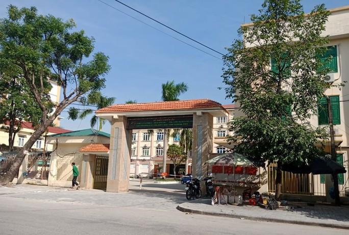 Vợ Giám đốc Bệnh viện Tâm thần Thanh Hóa và 4 y, bác sĩ bị bắt - Ảnh 2.