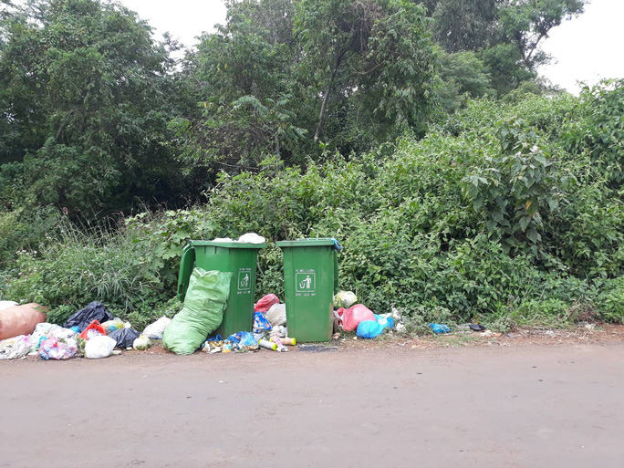 Phát hiện trẻ sơ sinh tử vong trong thùng rác - Ảnh 2.