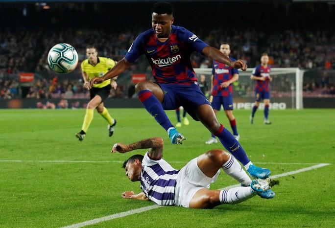 Messi loại đội bóng của Ronaldo, Barcelona tái chiếm La Liga - Ảnh 4.