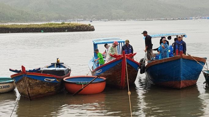 Phú yên chạy đua với bão số 5, vẫn còn hơn 1.000 người trên các lồng bè - Ảnh 4.