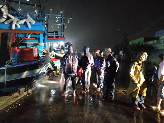 Bão số 5 đổ bộ vào Bình Định, Phú Yên - Ảnh 3.