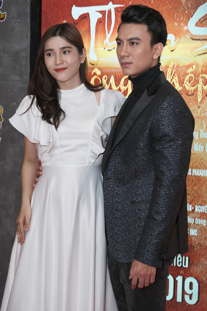 Dương Cường, Thái Ngân đẹp đôi trên thảm đỏ - Ảnh 2.