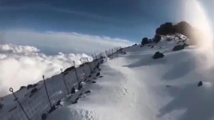 Vừa leo núi Phú Sĩ vừa livestream, người đàn ông chết thảm - Ảnh 3.