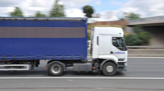 Bỉ: Tìm thấy 12 người di cư còn sống trong xe tải đông lạnh  - Ảnh 1.